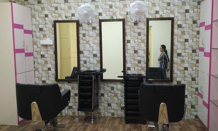 Rs.249 For Salon Services for Women at Pinkk Beauty Salon